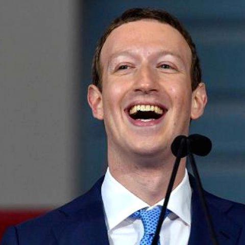 USA: les comptes Facebook et Instagram de Donald Trump bloqués indéfiniment.